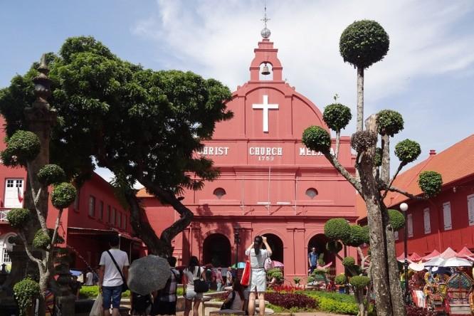 マラッカにあるオランダ広場から臨むムラカ・キリスト教会
